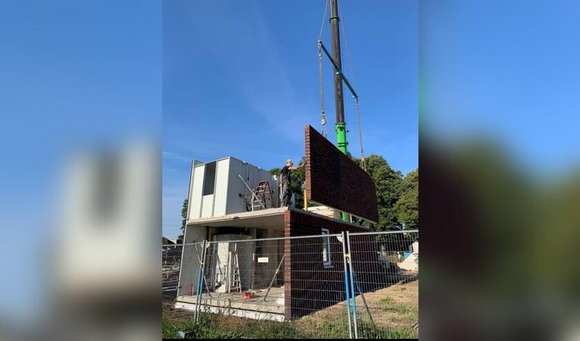 <p>Het heeft uiteindelijk meer dan vier jaar geduurd voordat de bouw van de starterswoningen kon worden gestart. Foto: Kevin Vliem</p>