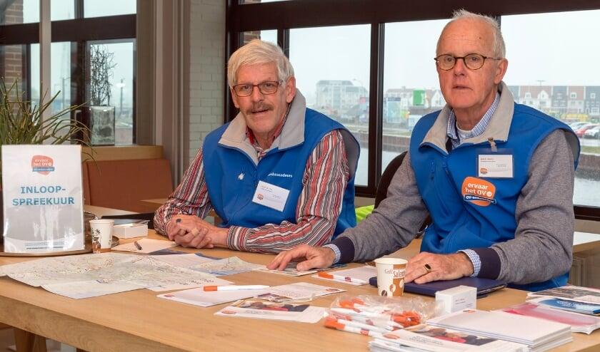 <p>De ambassadeurs helpen mensen graag op weg. Foto: Rob Kleering van Beerenbergh</p>