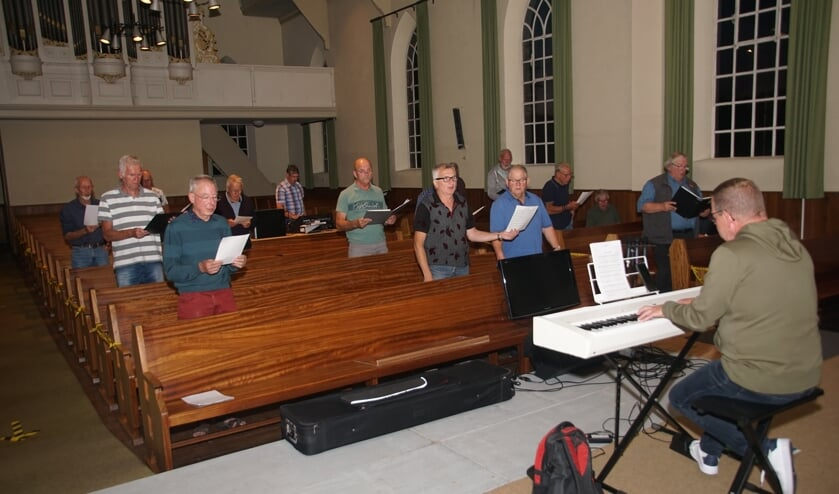 Het Heurns mannenkoor is weer begonnen met de repetities. Foto: Frank Vinkenvleugel