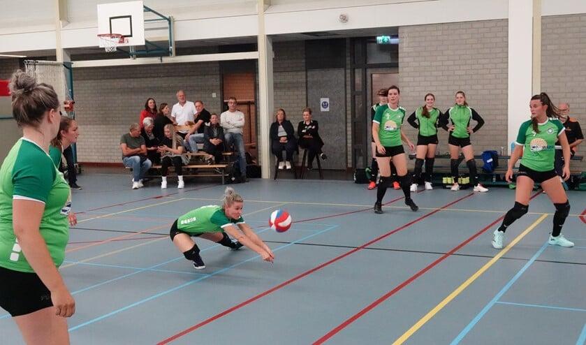 Eva Jansen verdedigt.