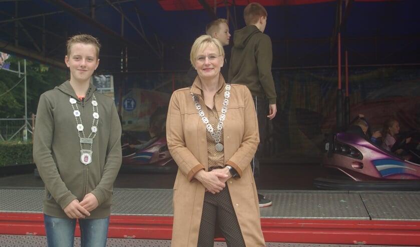 <p>Burgemeester Marianne Besselink en loco-jeugdburgemeester Kjeld Kempers, Foto: Annabel van den Berg</p>
