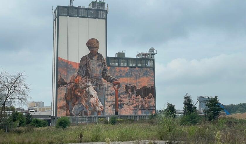 De beschilderde silo in vol ornaat. Foto: Henri Bruntink