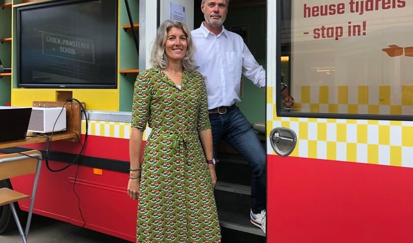 <p>Carmen en Olaf Molenaar voor de SRV-wagen. Foto: Eva Schipper</p>
