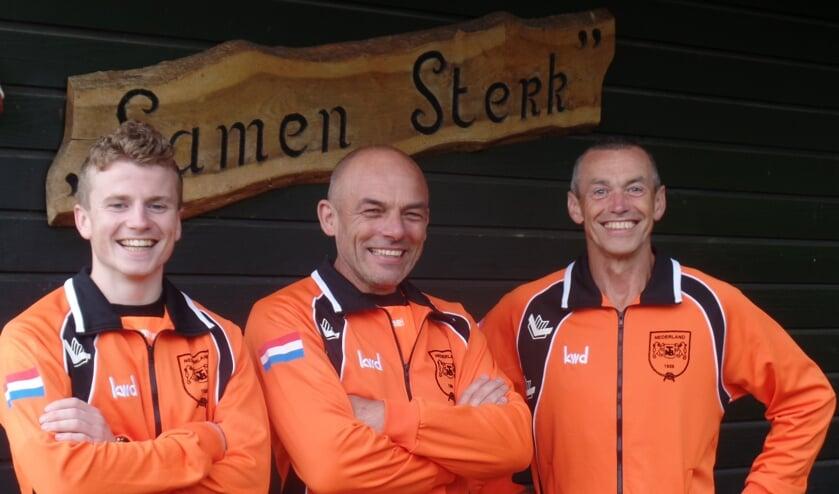 <p>Onder het motto &#39;Samen Sterk&#39;, zoals het clubhuis van TTV Vorden heet, nemen Richard Vliem, Gerrit Uilenreef en Gert Jan Vliem (v.l.n.r.) eind deze week deel aan het WK touwtrekken in Baskenland. Foto: Jan Hendriksen</p>