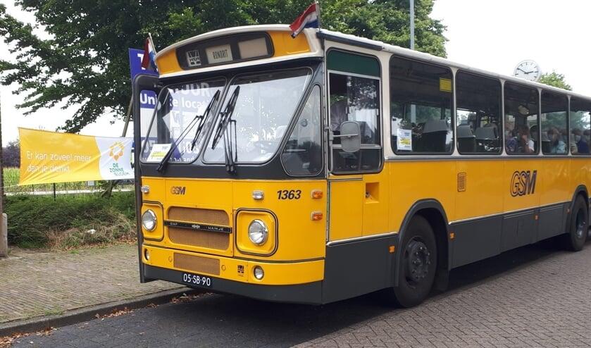 <p>De tocht werd gereden met een oude GSM bus. Foto: PR</p>