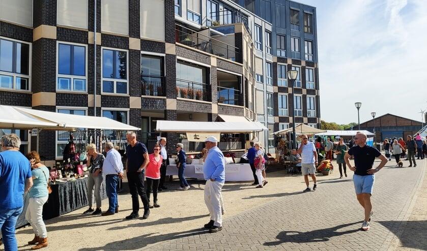 Kraam van het naaiatelier Kieskleurig op de kade van Doesburg. Foto: Hans Wonink