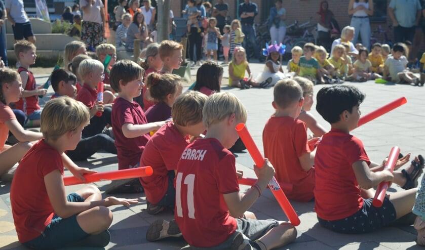 <p>Vorige week hielden de leerlingen van de Prins Hendrikschool een concert op het schoolplein. Foto: PR</p>