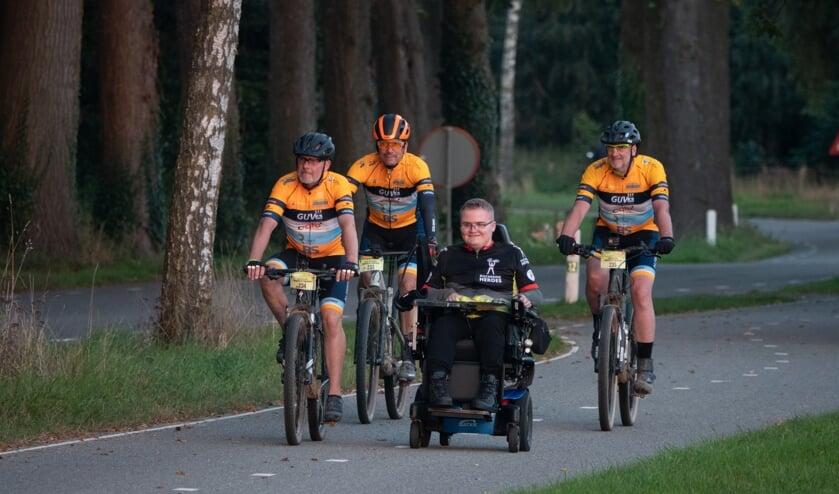 <p>Team Noabers of Duchenne met Bram in hun midden. Foto: Geert van der Veer</p>