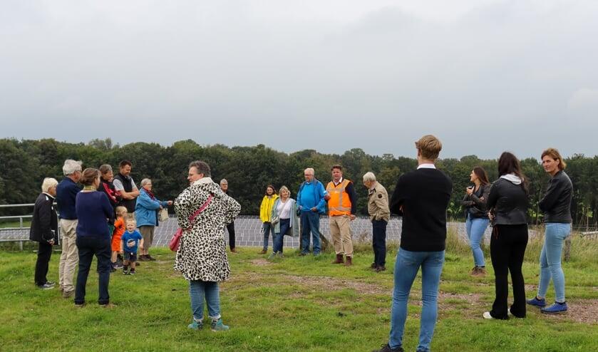 <p>Ge&iuml;nteresseerden werden rondgeleid over het zonnepark. Foto: TPSolar</p>