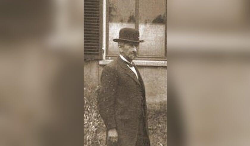 Isaac Menist, de man van Carolina Schweiger.