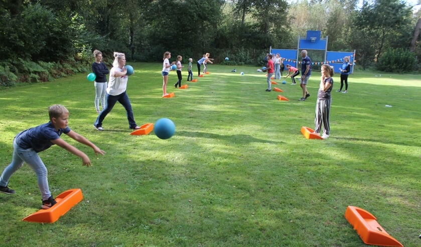 27 deelnemers waaronder drie volwassenen streden om de stoeprandtitel in Berkelland. Foto: PR