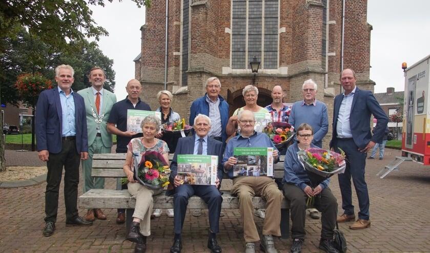 <p>Ben Maandag en Leo van der Linde met hun gedeelde Erfgroedprijs. Foto: Frank Vinkenvleugel</p>