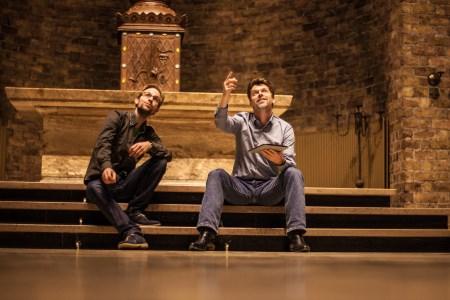 Componist Thijs Dapper (links) en tekstschrijver Teunis van der Zwart in de Cultuurkoepel waar de Music Meeting 2015 zich zal afspelen.