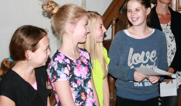 De dames van basisschool Elckerlyc die de eerste en tweede prijs wonnen.