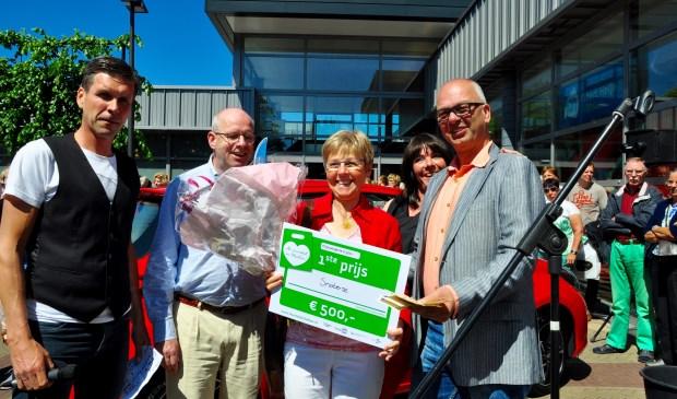 Mevrouw Snaterse won 500 euro con Foto Carolien Breed © Uitkijkpost Media B.v.