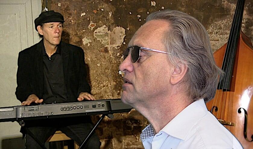 Ron Dorpsstraat en Gert-Paul van der Horst tijdens een optreden in Museum Hoeve Overslot.