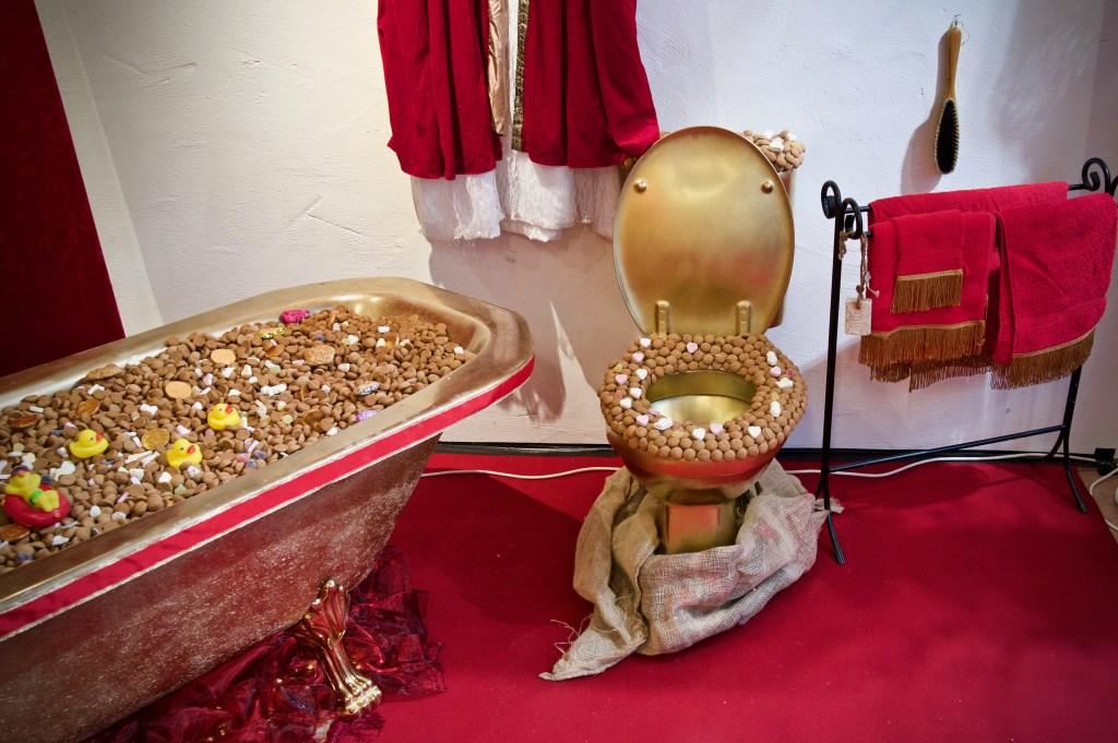 Een heus pepernotenbad en -toilet  © Uitkijkpost Media B.v.