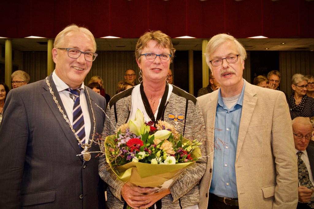 Burgemeester Romeyn samen met Marry en haar man Martin.  © Uitkijkpost Media B.v.