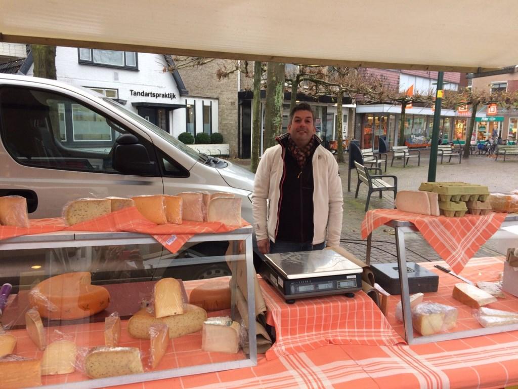 """Bij Schaap Kaas sprak ik met Arco Schaap: """"Al onze kazen komen uit de Beemster! Tot aan het einde van het jaar hebben we actie; Noord-Hollandse kaas houd voor €11,95.""""  © Uitkijkpost Media B.v."""