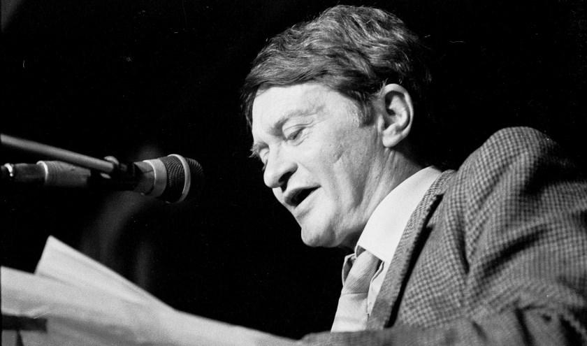 Optreden van Remco Campert tijdens de Tweede grote Poetry-avond op 7 april 1984 bij BukBuk.