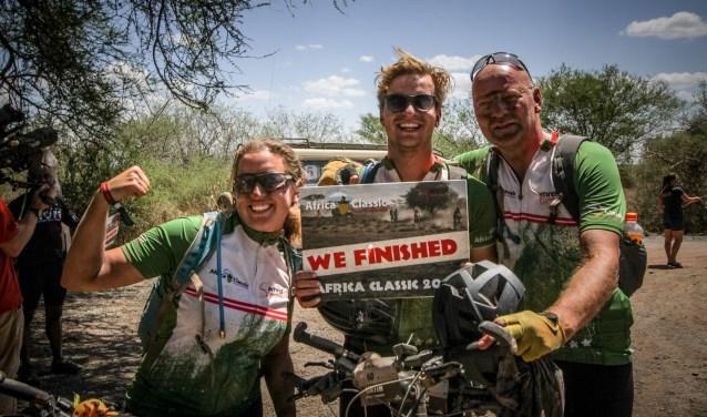 Janneke, Jeroen en Martin onderweg in Tanzania.