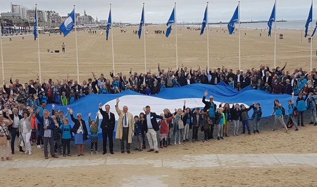 Menno en Caroline Klein tijdens de uitreiking van de Blauwe Vlag en Groene Wimpel in Scheveningen