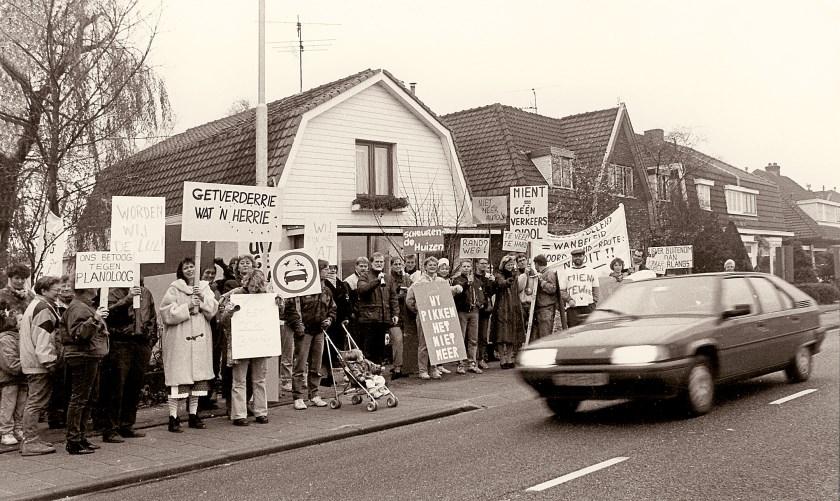 1993, Ruiterweg. Protest tegen verkeersplannen in het centrum.