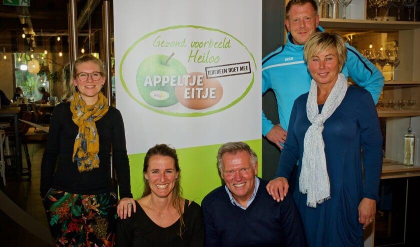 De prijswinnaars van het tweede Appeltje Eitje-Café Heiloo. Vlnr. Lotte en Leonie (Health Fest), Dick en Karin (PCC) en Marcel (Dorssports)