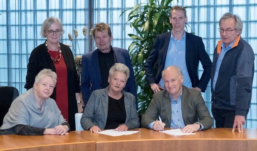 Wethouders regio Alkmaar ondertekenen overeenkomst.