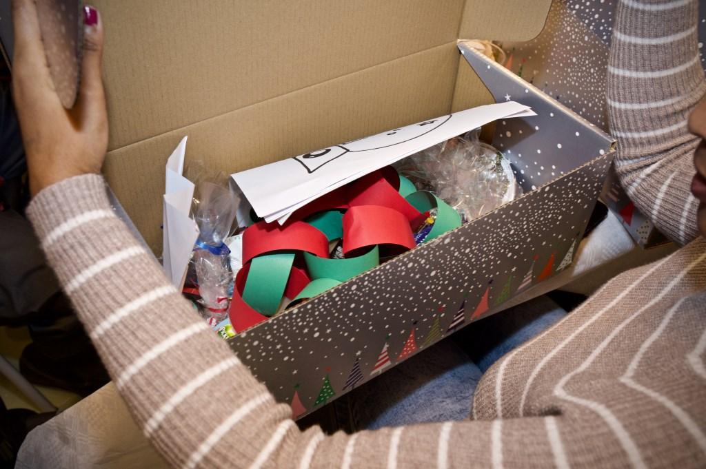 In het kerstpakket veel zelfgemaakte spullen. Foto: STiP Fotografie © Uitkijkpost Media B.v.
