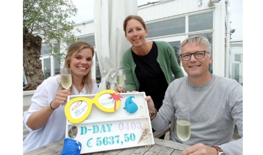 Yvonne Siepel (Deining) en Nathalie en Rob van der Stel (Stichting Terre)