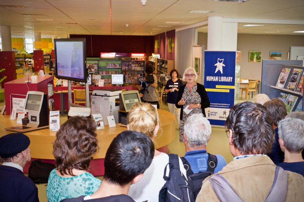 Wethouder Elly Beens opent de Human Library in Heiloo. STiP Fotografie © Uitkijkpost Media B.v.
