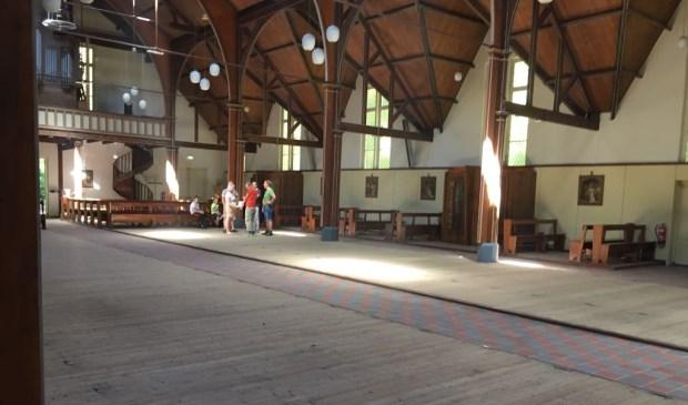 De kapel is al bijna leeg.