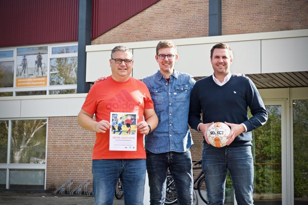 De mede-initiatiefnemers van het zaalvoetbaltoernooi op 23 oktober:  Jeroen Bonhoff, Koen de Jong en Stephan de Jong. Foto: YVONNE VAN STIPHOUT © Uitkijkpost Media B.v.