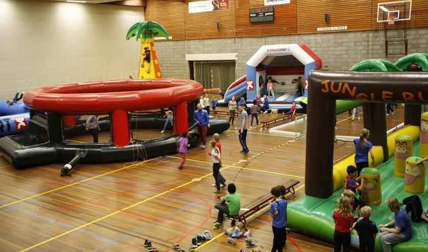 Het sportspektakel wordt meerdere keren per jaar georganiseerd door de buurtsportcoach.