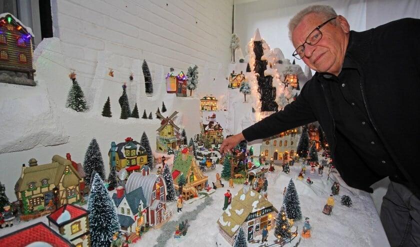 Ieder jaar bouwt Ron de Boer zijn kerstdorp weer op voor het goede doel (foto: 2017)