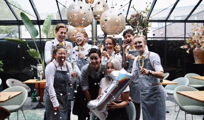 Het team van Restaurant de Kamer viert de eerste verjaardag!