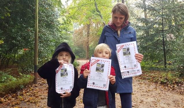 Susan met haar zoon en nichtje hebben wel 500 flyers rondgebracht.