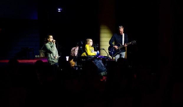 De band De Bridge tijdens hun optreden