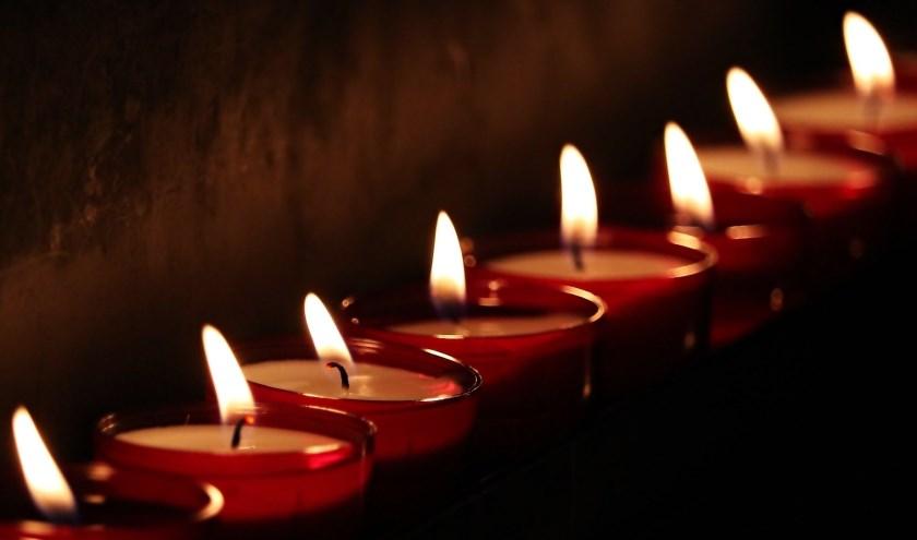 Wereldwijd worden er op de tweede zondag in december, om 19.00 uur lokale tijd, kaarsjes aangestoken om overleden kinderen te herdenken.