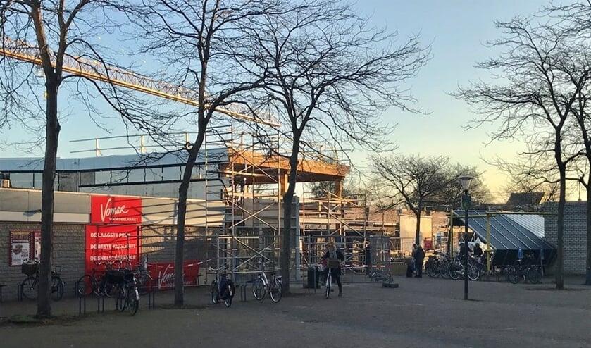 Het pleintje bij de zuidelijke ingang van het winkelcentrum krijgt een facelift
