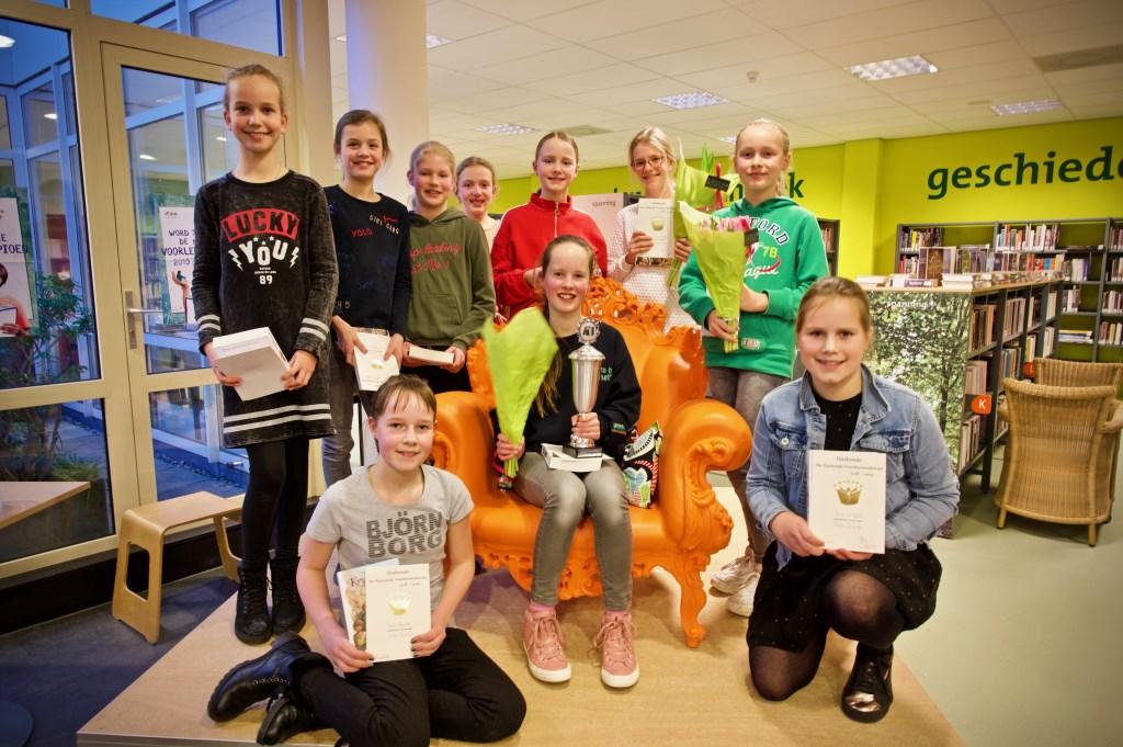 De winnares tussen alle andere deelneemsters. Foto: STiP Fotografie © Uitkijkpost Media B.v.