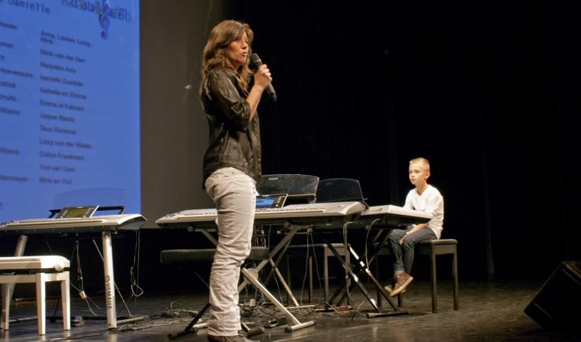 Leerlingen van Toetsenstudio Daniëlle spelen zelfgekozen muziekstukken.