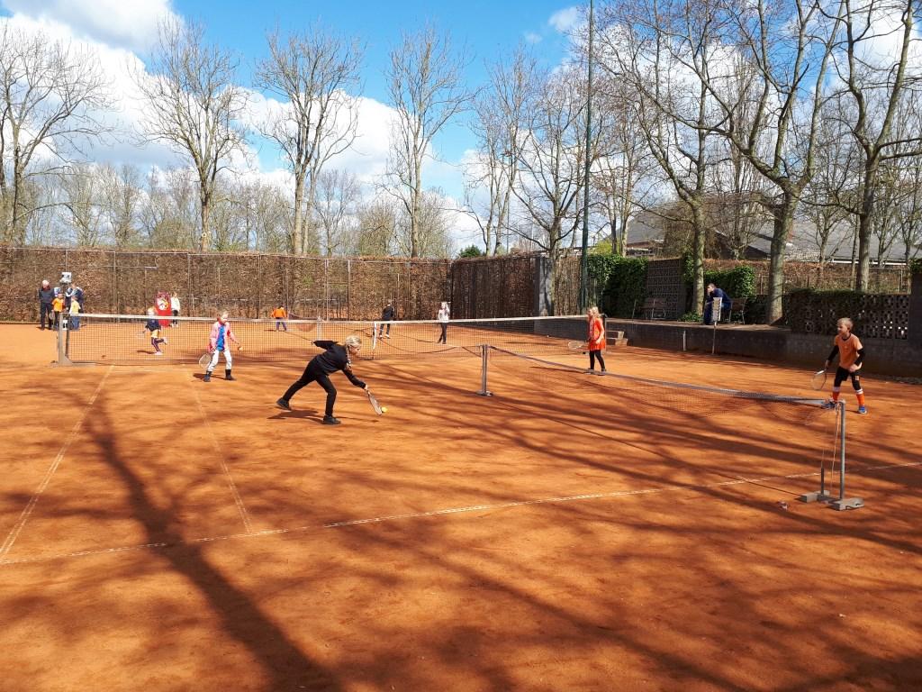 De Kerkuil: een sportieve ochtend voor de leerlingen van de Kerkuil in Limmen.  Foto: aangeleverd © Uitkijkpost Media B.v.