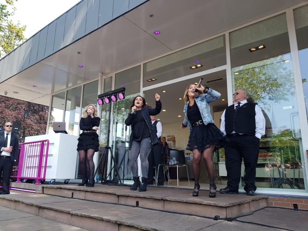 De meiden van O'G3NE zongen het 'dak eraf'. Foto: Maarten © Uitkijkpost Media B.v.
