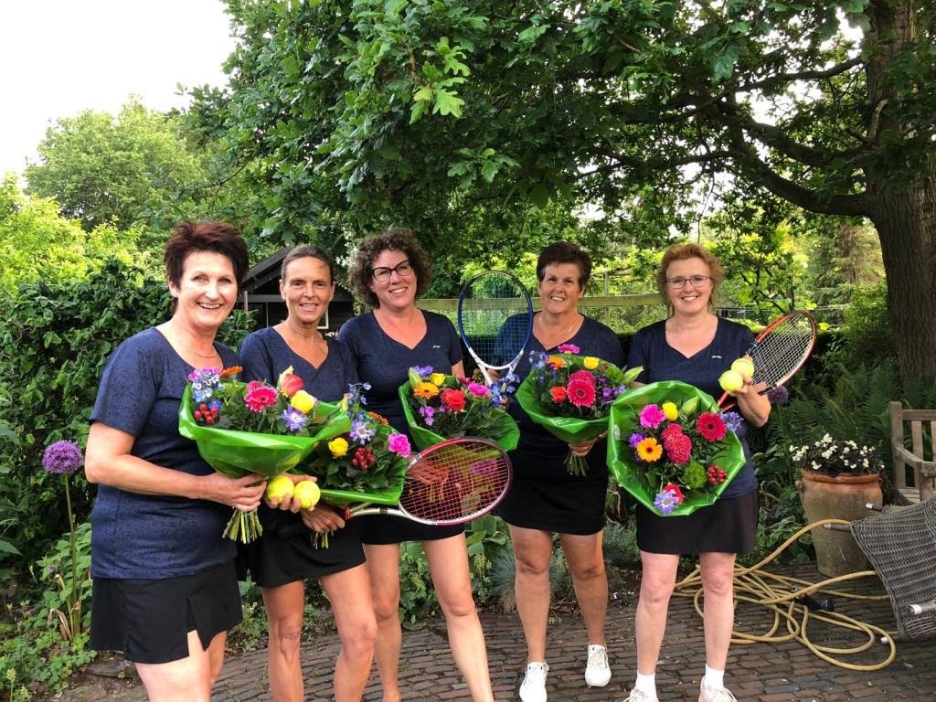 Coby ,Liesbeth, Annemiek, Ineke en Margret Foto: aangeleverd © Uitkijkpost Media B.v.