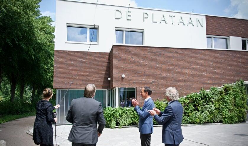 Marjan Minnesma, wethouder Rob Opdam, Ernst Briët en Dick Tromp na de onthulling van de naam.