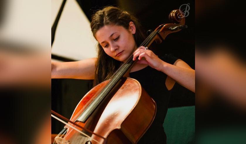 Celliste Emma Petruska uit Hongarije.