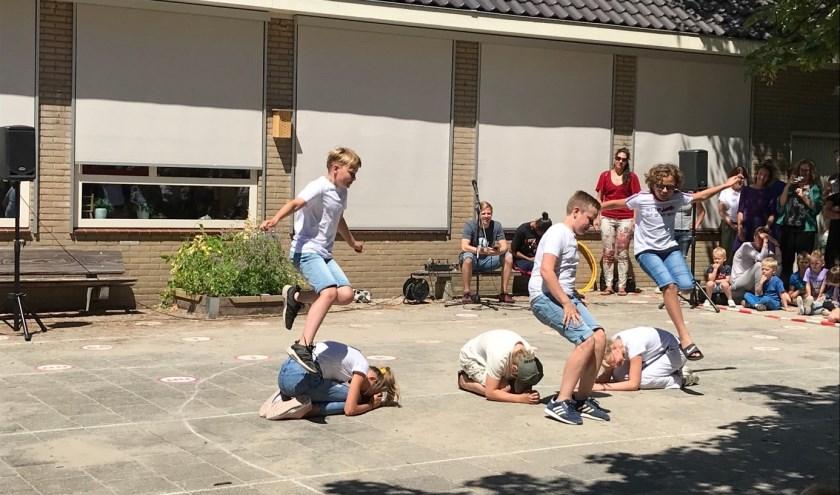 De leerlingen hebben een geweldige dansshow in elkaar gezet.