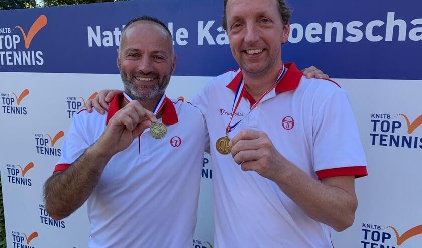 Tennistrainer Hüseyin Diktas en Daniël Meure.